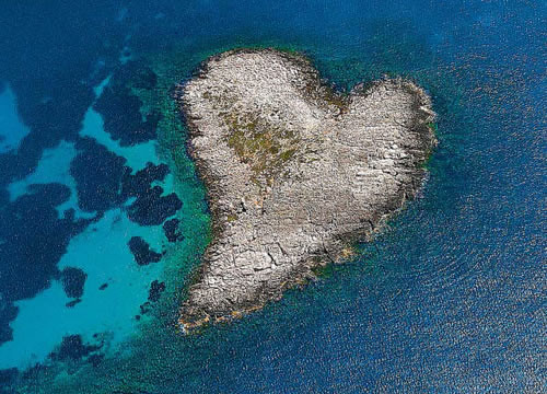 heart_shaped_island_kardia_greece