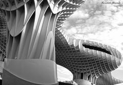 Estructura (alanchanflor) Tags: cielo estructura sevilla columnas canon andalucía españa curvas pilares