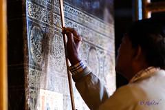 Restoration work @ Mahamuni Buddha Temple (Rickloh) Tags: rick samsung myanmar nx mirrorless mahamunipagoda nx30 samsungnx mahamunibuddhatemple samsungnx30 rickloh nxsg rickinmyanmar2014