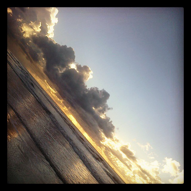 #breakingdawn #sunday #sun #beach #clounds #sea #happyday #God #blessedsunday #blessed #thanksgiving