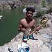 Pescador e seu arpão artesanal