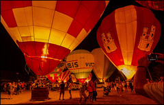 SELFIES - FOTOS Y GLOBOS . (TOYOGRACOR) Tags: people panorama festival night canon noche colorful flickr dof fav50 ballon windmills catalonia explore galaxy panoramica catalunya aire lanscape catalua globo concentracion nwn globus igualada montgolfier balloning godlovesyou fav100 bej mywinners abigfave flickrdiamond platinumheartward panoramafotografico europeanballonfestival mygearandme mygearandmepremium mygearandmebronze mygearandmesilver anpegon