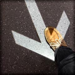 L' Empire des Sens (Clydomatic) Tags: sol sens lumire ombre direction pied marche chaussure flche