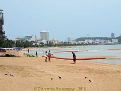 Pattaya Beach looking across to Phra Tamnak Hill, Chonburi, Thailand. (samurai2565) Tags: pattaya phratamnakhill beachroad thailand chonburi