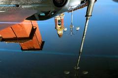 Mai un posto libero (meghimeg) Tags: 2016 cairomontenotte riflesso reflection spiegelungen lampione lamp campanile acqua water pozzanghera pozza puddle