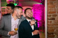 OF-Casamento-BernardineFabricio-8851 (Objetivo Fotografia) Tags: casamento buqu vestido ruiva amor love flores escada quadro digitais maquinadeescrever coraes bolo naked cake bebidas charuto casamorreto noivo noiva objetivofotografia eduardostoll felipemanfroi sobremesa luz sorrisos felicidade celebration celebrao comemoration comemorao amigos famlia family amizade contraluz sombra silhueta balano aia