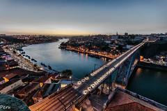 Atardecer en Porto (Perurena) Tags: atardecer sunset solpor puestadesol paisaje puente brigde rio river duero douro agua water cielo sky ciudad city poblacin oporto portugal