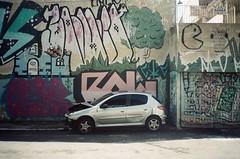 Minolta AFZ + Kodak Proimage 100 (Henrique Godoy) Tags: brazil film car brasil graffiti minolta kodak graf centro 206 sp carro 100 filme paulo sao são peugeot bras grafite asa100 2015 batido brás proimage centrosp pedroii pedrosegundo afz