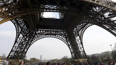 Grandes patas (vcastelo) Tags: france metal torre tour eiffel patas mundial francia 1889 pars exposicin