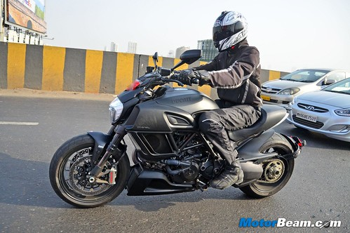 2015-Ducati-Diavel-03