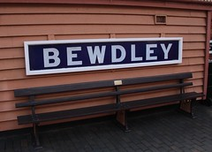 Bewdley Railway Station  Bench (Stuart Axe) Tags: bench sign hamptonloade shropshire svr arley bridgnorth railway kidderminster uk england severnvalleyrailway gwr greatwesternrailway bewdley unitedkingdom gb greatbritain steam loco locomotive rail railways train trains runninginboard platformsign highley worcestershire