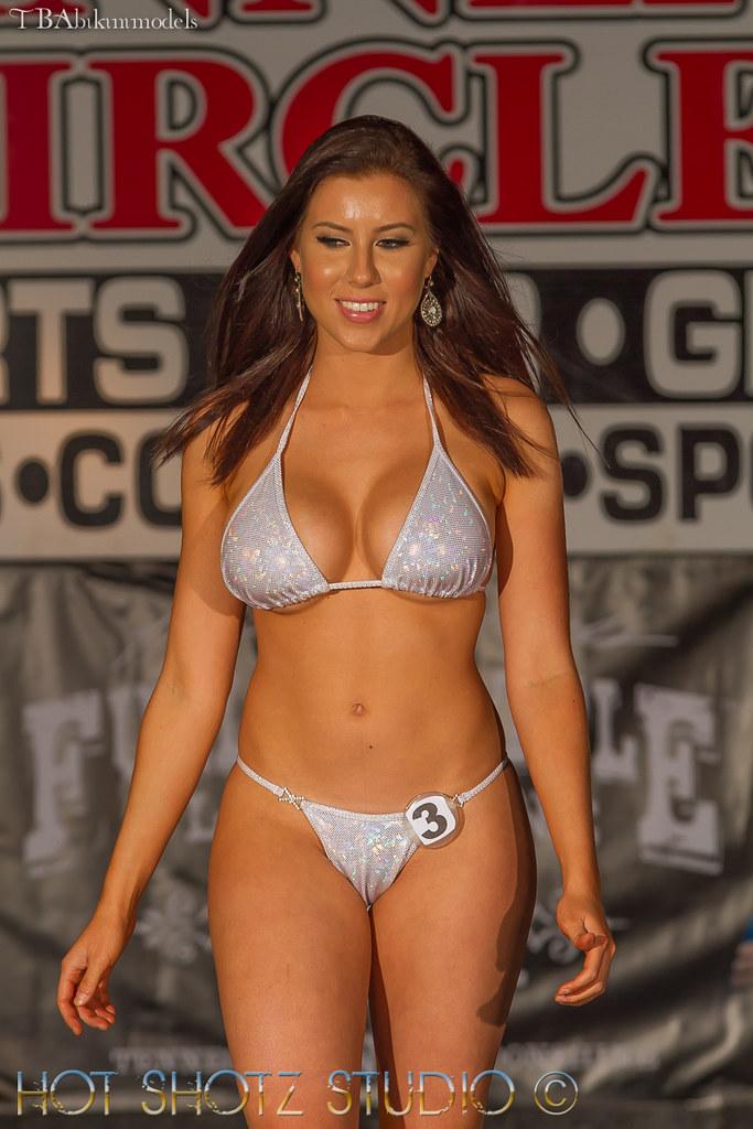 Hooters Bikini Models