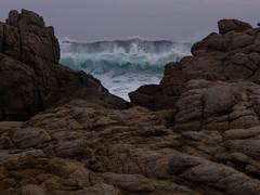 Marejada (Mauro Pesce) Tags: ocean chile sea beach water coast mar agua marine energy rocks waves power wave marejada oleaje olympus shore strength olas marino ola omd rockery oceano energia tidalwave tunquen fuerza m43 em5 tidalwaves