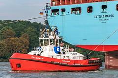 ZP Boxer (maritime.fotos) Tags: zpboxer kotug schlepper tug hamburg hamburgerhafen portofhamburg assisting estellemaersk estellemrsk maersk mrsk hafen harbour elbe