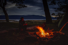 (Lucrecia Carosi) Tags: fuego camping tierradelfuego fogn fogata fire retrato portrait man david vacaciones mar harberton bosque naturaleza calor noche
