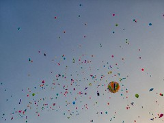 Colors in the sky (G A B R I H A L O) Tags: cascianaterme pisa colori cielo luce palloncini ballons mongolfiera pace peace festa bambini kids light sky italia italy toscana tuscany colors multicolors messaggio volare vento wind