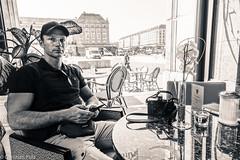 Ich. Ein tolles Bild von Christian Pulz gemacht:)) bitte auf seinem Account als Favorit markieren:)) (BLN1989) Tags: mann basecap leica m9 dresden arm muskeln bizeps trizeps blick portrait sitzen tisch fenster altmarkt pflanze