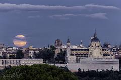 Luna de Septiembre (A.Coleto) Tags: madrid luna llena moon cielo azul catedral almudena canon