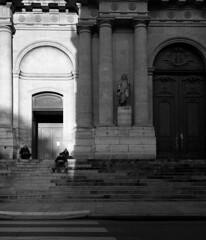 Paris (* Daniel *) Tags: mamiya7ii mamiya markdaniel markdanielphotocom paris france bw blackwhite blackandwhite ilford ilfordid11 ilfordhp5 ilfordhp5plus hp5 hp5plus people street streetphotography streetphoto