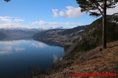 Innvikfjorden - Blaksaeter (soyouz) Tags: blakster faleide geo:lat=6188438682 geo:lon=656711482 geotagged nor norvge sognogfjordane fjord montagne neige innvikfjorden norvegela