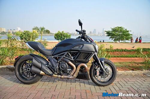 2015-Ducati-Diavel-04