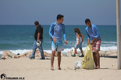 IMG_8745 (Streamer -  ) Tags: ocean sea people green beach nature students ecology up israel movement garbage sunday north group young cleanup clean teen shore bags  nonprofit streamer  initiative enviornment    ashkelon          ashqelon   volonteers      hofit