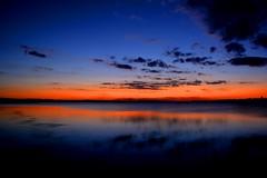 Entardecer as margens do Rio Tiet. (marcusviniciusdelimaoliveira) Tags: rio gua reflexo entardecer pordosol nuvem nuvens hesperus