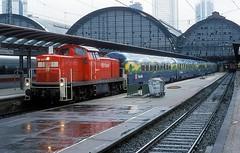 290 043  Frankfurt ( M )  20.02.99 (w. + h. brutzer) Tags: frankfurtm eisenbahn eisenbahnen train trains deutschland germany railway diesellok dieselloks lokomotive locomotive zug 290 v90 db webru analog nikon 294 296