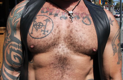 AWESOME MUSCLE CHEST at the LEATHER WALK 2016 ! ( safe photo )