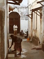 (felix.h) Tags: africa street city people urban canon tanzania eos alley lane zanzibar 400d canoneos400d digitalrebelxti eoskissdigitalx zanzibarstonetown tokina5013528 tokina50135mm28