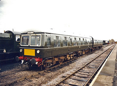 105 51485 56121 Minehead (British Rail 1980s and 1990s) Tags: britishrail br dieselmultipleunit dmu 1stgeneration class105 wsr westsomersetrailway 51485 56121 train rail railway station diesel 90s 1990s nineties firstgeneration livery cravens loco locomotive heritageline preservation preserved trains liveried traction railways