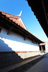 A corridor (Ming_Young) Tags: shadow canon temple taiwan sunny buddhism  1022mm   lungshantemple  changhua  lukang    canoneos600d