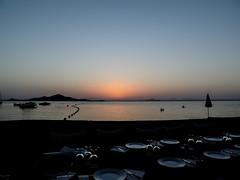 Cena de verano (Nerea Lorenzo.) Tags: sunset sea summer sky espaa beach atardecer mar spain playa murcia cielo verano lamangadelmarmenor airelibre coloresfros