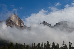 Clouds (gr7361) Tags: canadianrockies canada alberta banffnationalpark icefieldparkways clouds fog mountains visipix