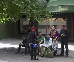 Tourists all shopped out (IanAWood) Tags: london streetphotography knightsbridge urbanlife summerinthecity walkingwithmynikon nikondf nikkorafs58mmf14g