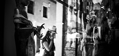 On Hand(s)... (elgunto) Tags: girona shop hands statue street people photo blackwhite bw sonya7 zeiss flektogon 35mm manuallense