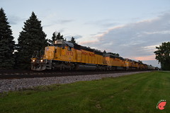 A Blast from the Past (Twigy BNSF) Tags: emd sd40n gp40 sd70ace harvard sub sunset dusk