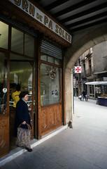 PANADERIA TRADICIONAL (Manel Armengol C.) Tags: barcelonaprovincia vic comarcadosona comarcadeosona osona barcelona catalunya catalonia catalua 90s espaa spain westerneurope panaderia forn pa pan forndepasoler alimentaci alimentacin modernisme modernismo barcelonacatalunya