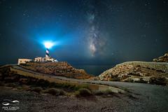 Iluminando la noche (ppgarcia72) Tags: nikon samyang nikond610 samyang14mm night milkyway vialactea longexposure estrellas stars lanscape paisaje love life mar sea faro lighthouse