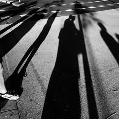 Monday shadows (Nassia Kapa) Tags: shadows city london street hug passengers morning mondaymorning londontales nassiakapa foot run