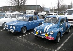 Renault R8G et 4CV bleues (gueguette80 ... Définitivement non voyant) Tags: old blue mars cars renault exposition bourse 6a arras anciennes 2015 gordini ravera r8g françaisesautos