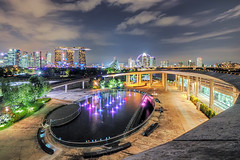 Palatte (Mabmy) Tags: city longexposure bridge sky water fountain colors buildings garden lumix flyer pub singapore cityscape colours curves olympus 8mm hdr mbs 714mm marinabarrage