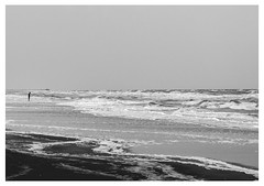 Postales (Florencia Toloza Fotografa) Tags: mar agua experimental verano soledad olas hombre espuma
