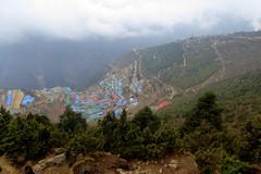 Namche liegt in einem kesselförmigen Einschnitt (Alfesto) Tags: trekking nepal jorsalle namche namchebazar himalaya khumbaarea sagarmathanationalpark