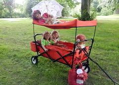 Auf groer Fahrt im Gruga Park ... (Kindergartenkinder) Tags: gruga park essen kindergartenkinder annette himstedt dolls milina sanrike tivi annemoni