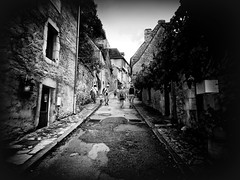 Rocamadour (Missy Jussy) Tags: rocamadour france southwestfrance trip travel people holiday europe tourism tourists street house shadows light road footpath village blackwhite bw monochrome mono canon streets streetphotography