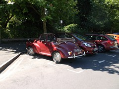 Moggie in sunshine (Phil_Parker) Tags: morris minor classic car softtop summer sunshine soft top convertable maroon