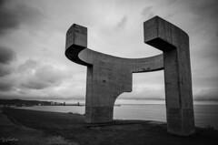 Elogio del Horizonte (J Fuentes) Tags: save blancoynegro blackwhite gijn asturias homign arquitectura escultura eduardo chillida cantbrico