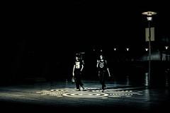 Nomophobie (Photo-LB) Tags: extrieur streetphoto photoderue la rue nomophobie pokemon paris noiretblanc blackandwhite d800 nikon58mm gnration sociale socit nuit night lumire light sociaux rseau france capitale nirvana hard musique seul couple