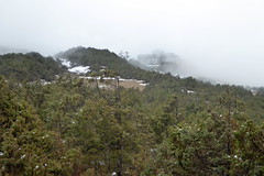 Schnes Haus versteckt im Nebel (Alfesto) Tags: trekking nepal jorsalle namche namchebazar himalaya khumbaarea sagarmathanationalpark